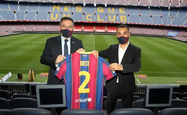 Barcelona signs Sergino Dest